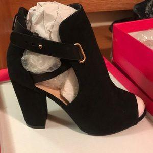 Ankle heels black strappy